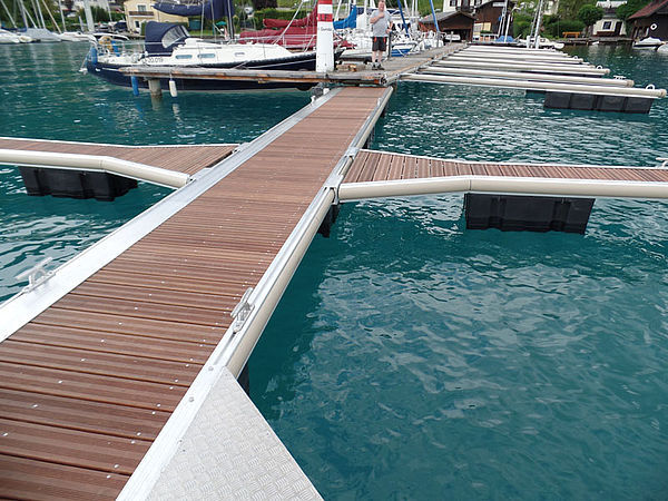 Schwimmsteganlage am Attersee