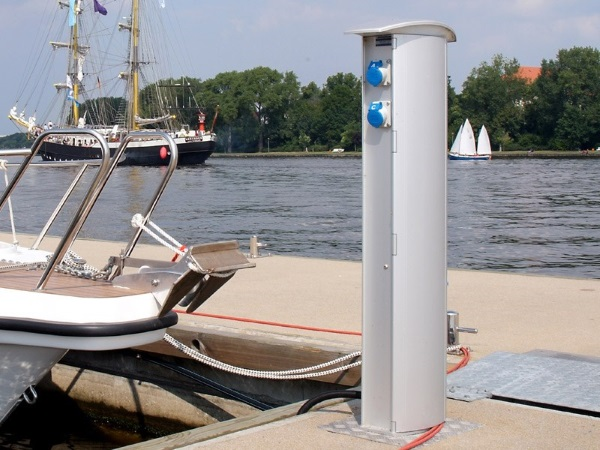 Versorgungssaeule TallyKey T6 im Hafen Rostock
